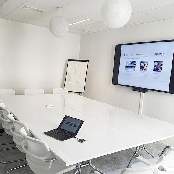 Équipement des salles de réunion