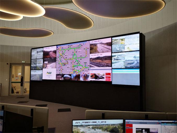 mur d'images dans une salle APRR